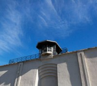 Texas CO charged in death of inmate who allegedly spit on him