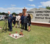 Senator pushes to model federal prisons after Texas' success