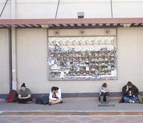 Texas A&M students wait for the campus to reopen while authorities investigate a bomb threat Friday, Oct. 19, 2012 in College Station, Texas. (AP Photo)