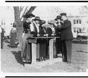 Women police officers inspecting and practicing with handguns. (Photo/Library of Congress)