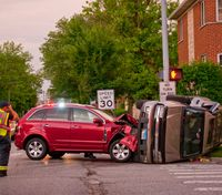 How to safely provide off-duty assistance at crash scenes