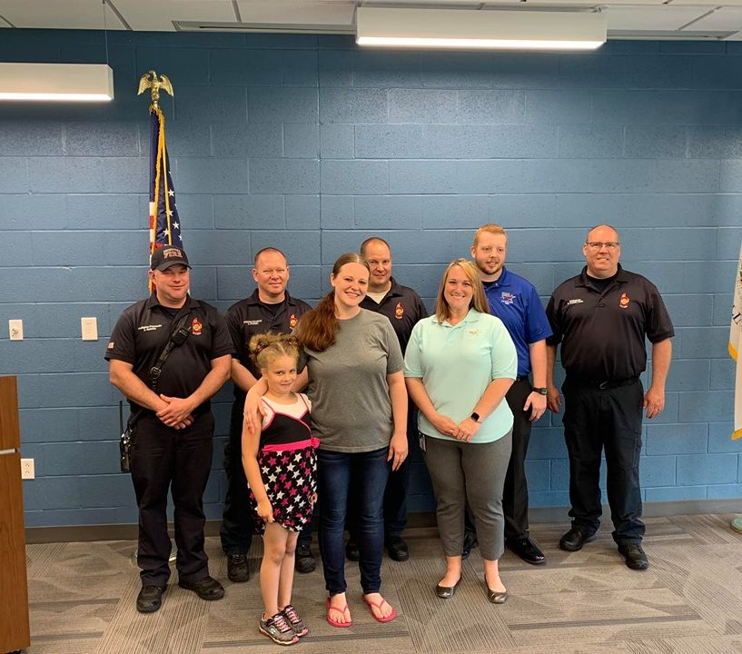 Ill  fire dept  names girl, 7, a hero after 911 call
