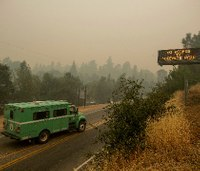 Deadly wildfire near Yosemite poses danger of rapid expansion