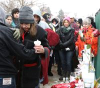 More than 1,500 people attend vigil for Ill. shooting victims
