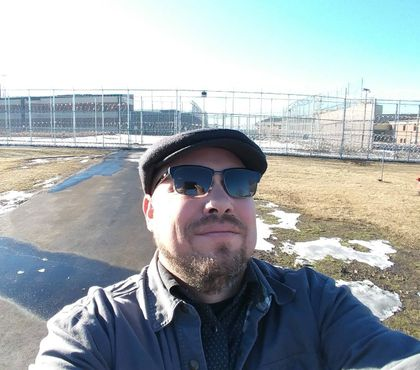 Inmates get a chance to chuckle thanks to ND comedian