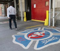 British fan flies to NYC to propose at 'Ghostbusters' firehouse