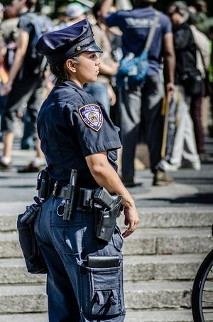 NYPD female officer on duty (Photo/Wikipedia)