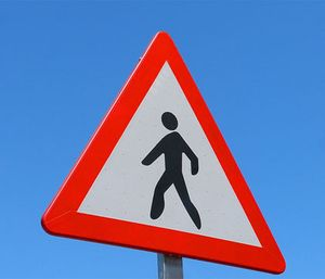 Follow these tips to avoid an ambulance-pedestrian collision (Photo/Pixabay)