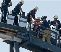 Firefighters rescue 8 from stalled roller coaster