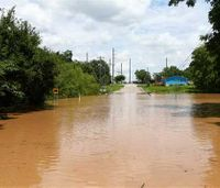 Floods in Texas, Kan. leave at least 6 dead, 2 missing