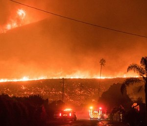 When a large-scale incident like the Thomas Fire or Marjory Stoneman Douglas shooting occurs, public safety agencies must coordinate with one another to take decisive action. (Photo/In Public Safety)