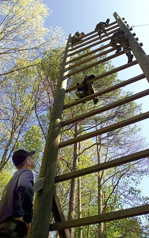 Ladder climb obstacle (Photo/Wikipedia)