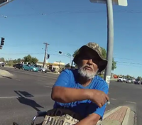 NM cop helps homeless man with a new wheelchair