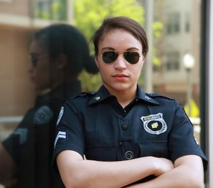 Police officer with her arms crossed. (photo/Pixabay)