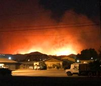 Southern Calif. fire forces thousands to flee homes