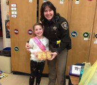 Wis. LEO buys girl birthday cupcakes after hers were destroyed in car crash