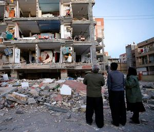People look at destroyed buildings after an earthquake at the city of Sarpol-e-Zahab in western Iran. (Pouria Pakizeh/ISNA via AP)