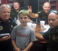 'Donut Boy' is on a mission to thank every cop in America