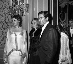"""In this April 14, 1969 file photo, Ingrid Bergman, her daughter Pia, and Hugh O'Brian arrive at the Beverly Hilton for dinner in Beverly Hills, Calif. O'Brian, the actor who played Wyatt Earp on the '50s television series """"The Life and Legend of Wyatt Earp,"""" has died at the age of 91.  (AP Photo/David Smith)"""