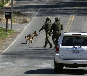 A FBI K-9 unit searches an area in Annandale, Va., Tuesday, March 31, 2015. (AP Image)