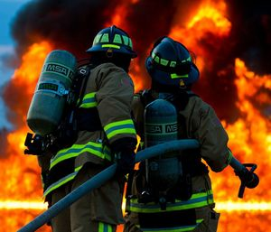 Fire department leaders should always wear their PPE when they're on the scene; leading by example never goes out of style. (Photo/Pixabay)
