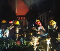 Ore. firefighters rescue 4 children from apartment fire