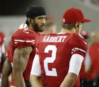 49ers QB Colin Kaepernick refuses to stand for anthem in protest