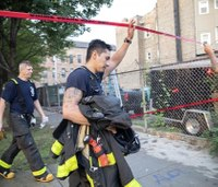 8 dead, firefighter hurt in Chicago apartment fire