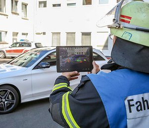 A first responder using the Rescue Assist app. (Photo/Daimler)