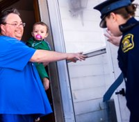 Mich. police deliver 100 Thanksgiving meals to families in need