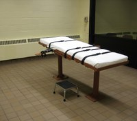 Ohio can't get drugs for a new execution method, governor says