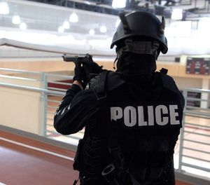 One of the basic goals of any SWAT action is to contain the problem. (Photo/USAG-Humphreys via Flickr)