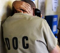 NY lawmakers vote to let inmates use phone before solitary