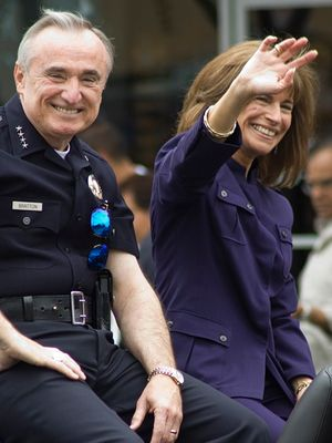 Police officer with spouse (Photo/Wikipedia)