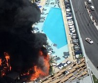 Firefighters battle massive fire at Las Vegas hotel pool