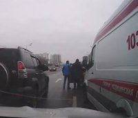 Taxi driver blocks ambulance; other drivers attack him