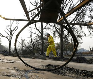 Cal Fire forester Kim Sone inspects damage at homes destroyed by fires in Santa Rosa, Calif., Thursday, Oct. 12, 2017. (Photo/AP)