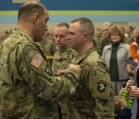 Army Sgt. receives Soldier's Medal after saving couple from burning car