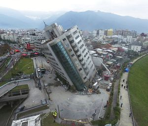 At least four buildings in worst-hit Hualien county leaned at sharp angles, their lowest floors crushed into mangled heaps of concrete, glass, iron and other debris. (Photo/AP)