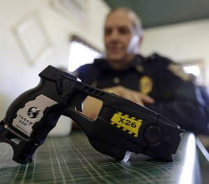 Move to TASER range only when the decision has been made to attempt a TASER deployment. (Photo/AP)