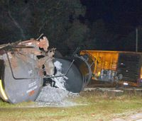 Train carrying molten sulfur derails in Fla.