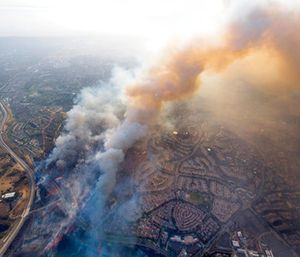 A wildfire moves closer to North Tustin homes along the 261 freeway in Tustin, Calif. (Cindy Yamanaka/The Orange County Register via AP)