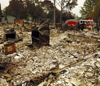 Hundreds more firefighters deploy to fight Calif. blazes