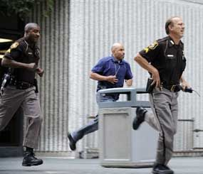 Wayne County Sheriff's Department personnel rush from the the Frank Murphy Hall of Justice to look for an escaped prisoner Monday, Sept. 9, 2013, in Detroit. (AP Image)