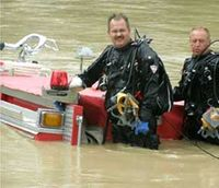Ohio police pull fire truck from river