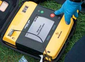 Image Physio-ControlThe Physio-Control Lifepak 1000 has gotten smaller, simpler, and more rugged. Its current design makes it easier to fit into kits and cases, or wall-mount enclosures.