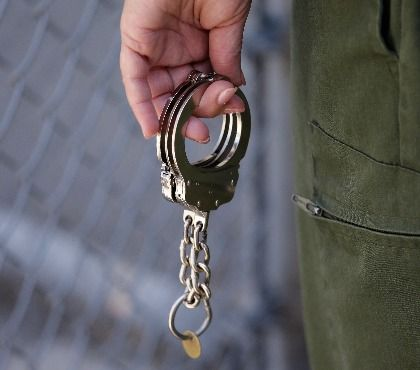 4 things correctional facilities should demand from prisoner transport inserts