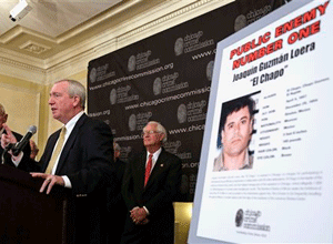 "Al Bilek, executive vice president of the Chicago Crime Commission, Jack Riley, Special Agent In Charge for the DEA, Chicago Field office, and Peter Bensinger former administrator of the U.S. Drug Enforcement Administration announce that Joaquin ""El Chapo'' Guzman, a drug kingpin in Mexico, is Chicago's Public Enemy No. 1, during a news conference in Chicago. (AP Photo/M. Spencer Green, File)"