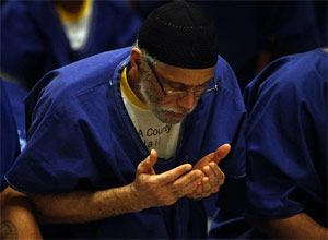 Malcolm Joseph Moore participates with fellow inmates in the Jumu'ah prayer service at Men's Central Jail. (Photo Genaro Molina / Los Angeles Times)