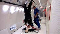Performing chest compressions in weightlessness